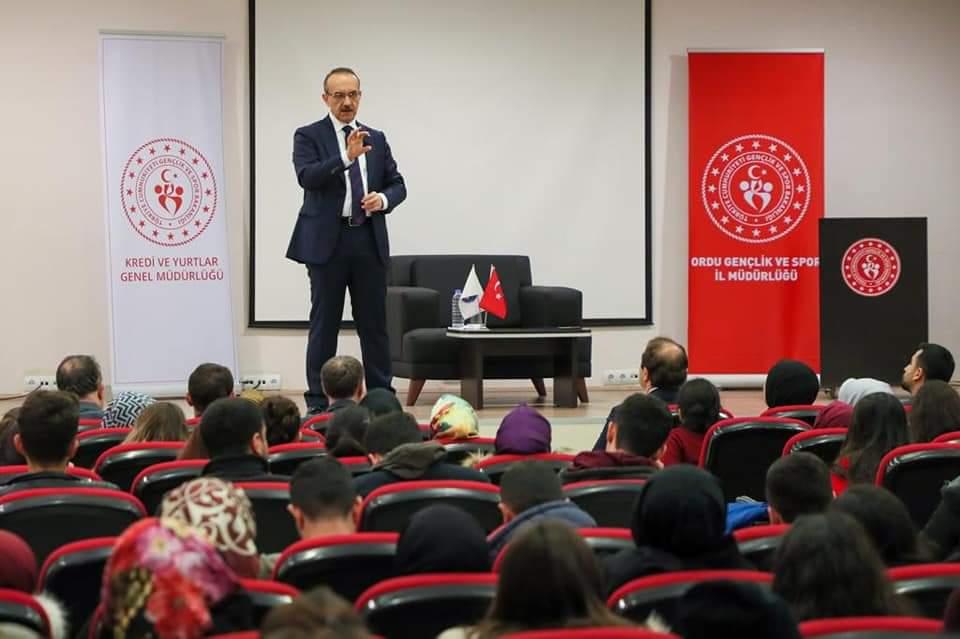 """Vali Yavuz, """"Zoru Başaranlar"""" Etkinliğinin Konuğu Oldu"""
