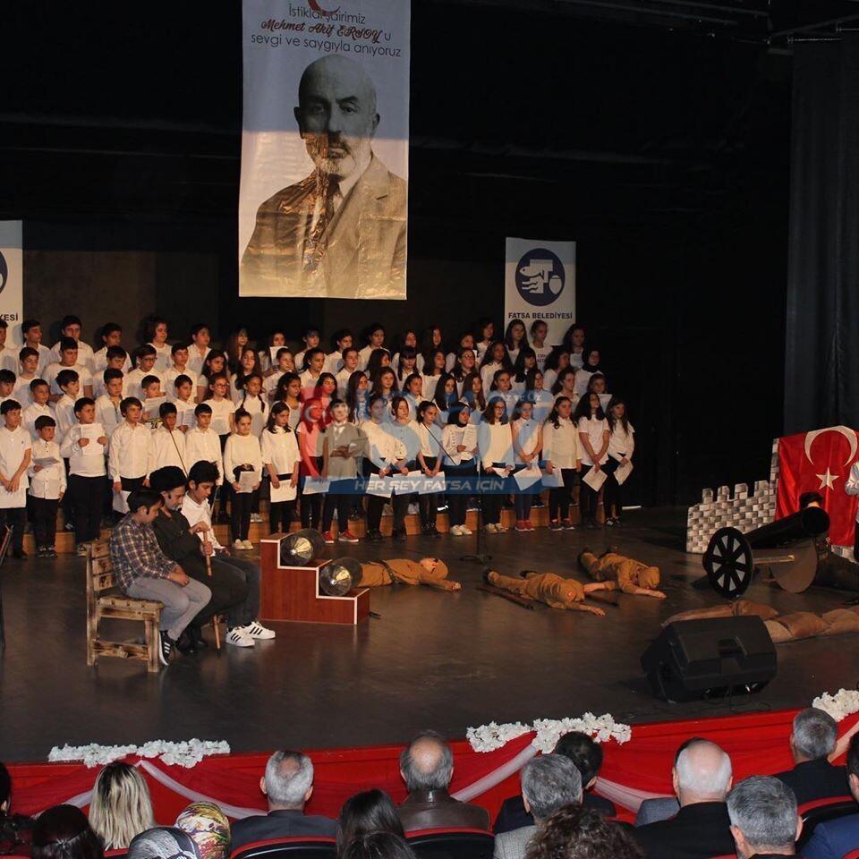 12 Mart İstiklal Marşı´nın Kabulünün 99. Yıldönümü ve Mehmet Akif Ersoy´u Anma Günü dolayısıyla Fatsa Belediye Kültür Sarayı'nda program düzenlendi.